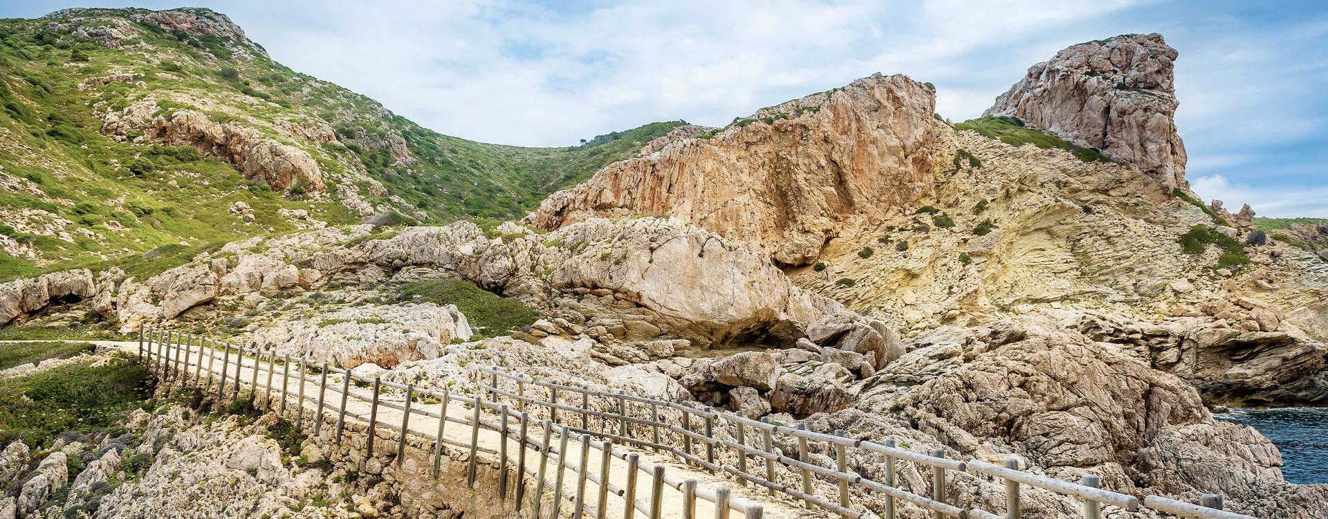 Vista de un sendero de la Isla de Cabrera