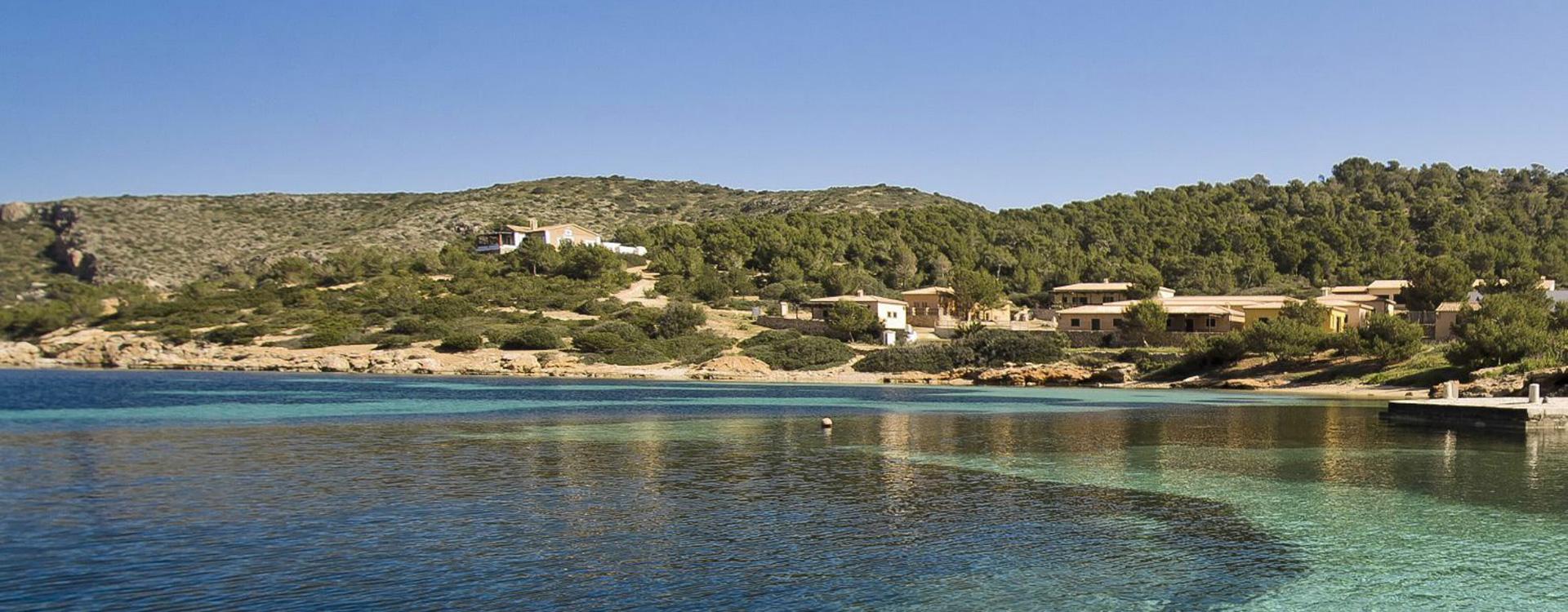 Vista alejada de la costa de la isla de Cabrera