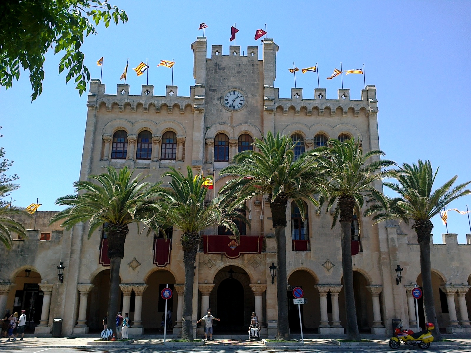 Fachada del Ayuntamiento de la Ciudadela de Menorca.