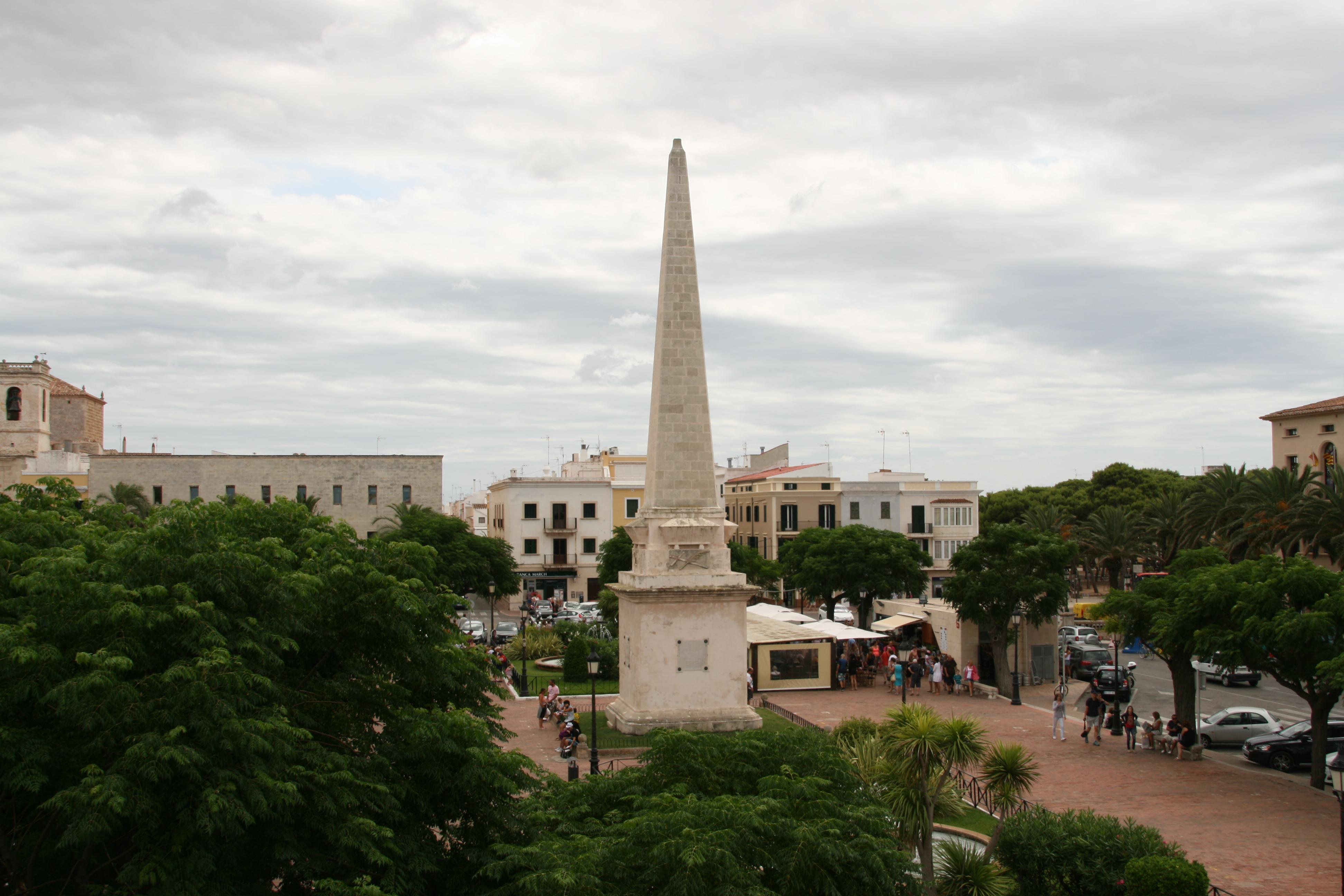Vista aérea del obelisco de la Plaza Des Born.