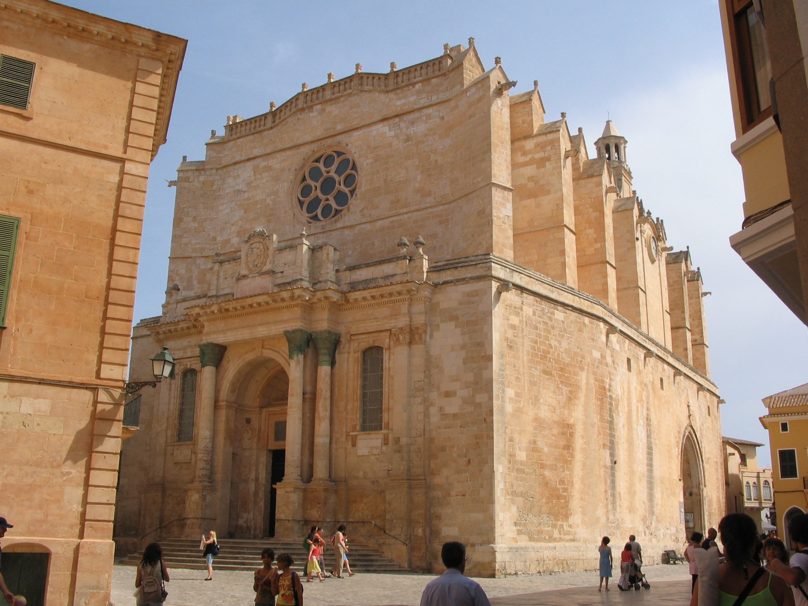 Fachada de entrada principal de la Catedral de Santa María.